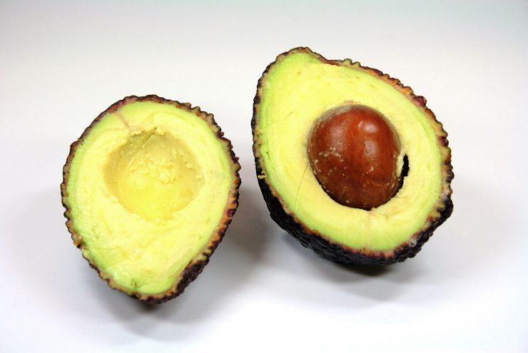Avocado hilft bei trockener Haut (Bild: w.r.wagner  / pixelio.de)
