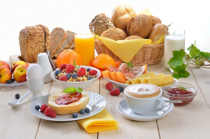 Das Frühstück – die wichtigste Mahlzeit des Tages (Bild: © kab-vision - Fotolia.com)