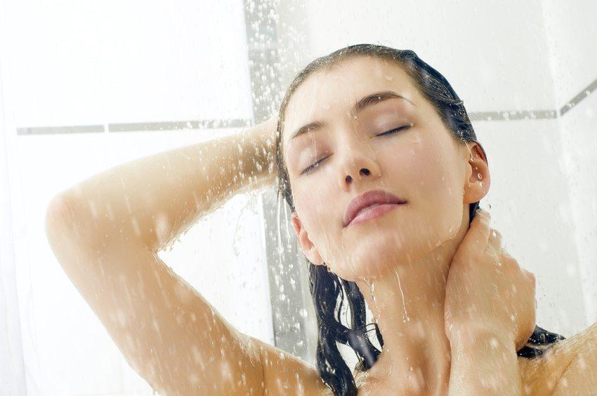 Regelmässige Pflege kann dazu beitragen, dass die Haare attraktiv aussehen (Bild: © Konstantin Yuganov - Fotolia.com)