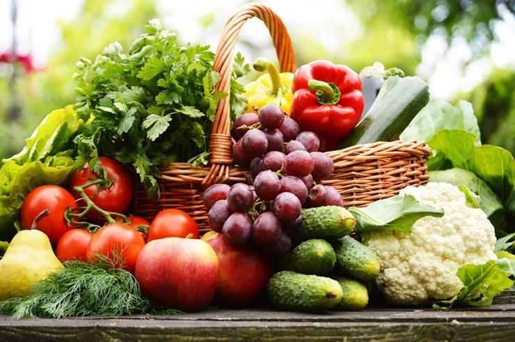 Die Basis einer gesunden Ernährung bilden Obst und Gemüse (Bild: © monticellllo - Fotolia.com)