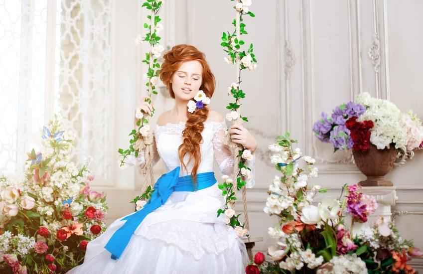 Romantik pur – Blumen im Haar (Bild: © Miramiska - Fotolia.com)