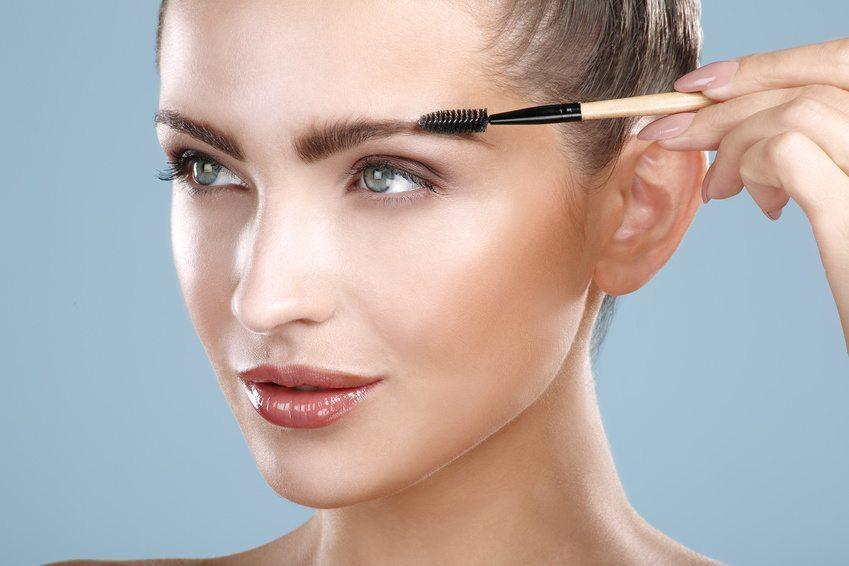 Augenbrauen richtig schminken (Bild: © ipag - Fotolia.com)