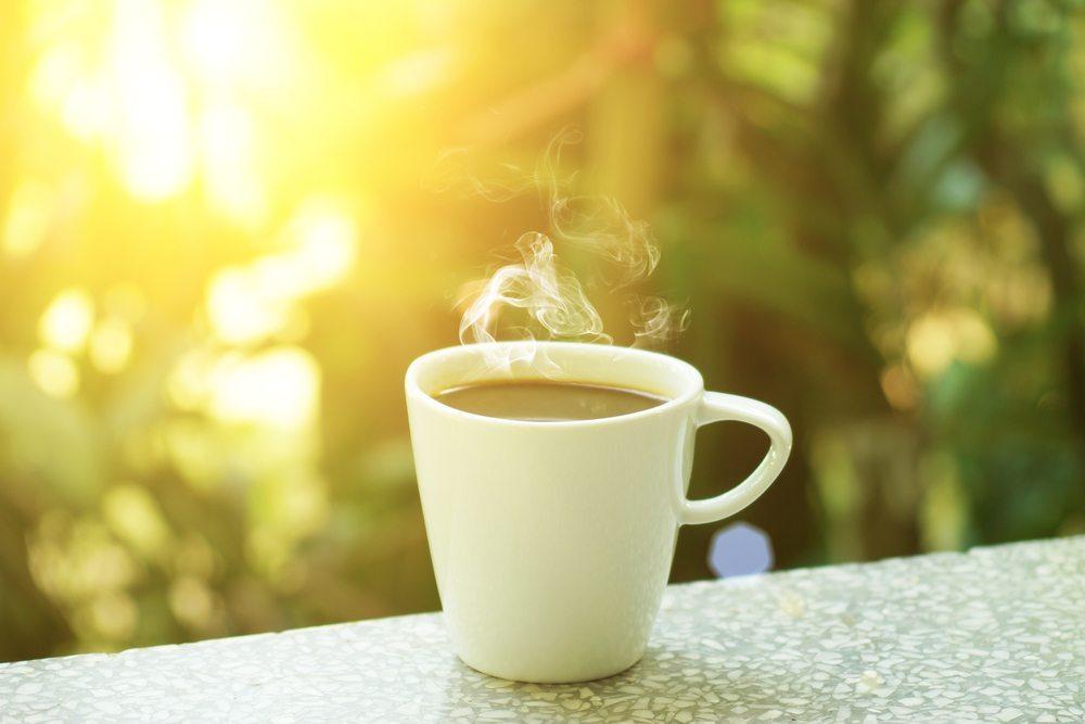 Machen Sie eine Kaffee- oder Teepause. (Bild: noppharat / Shutterstock.com)