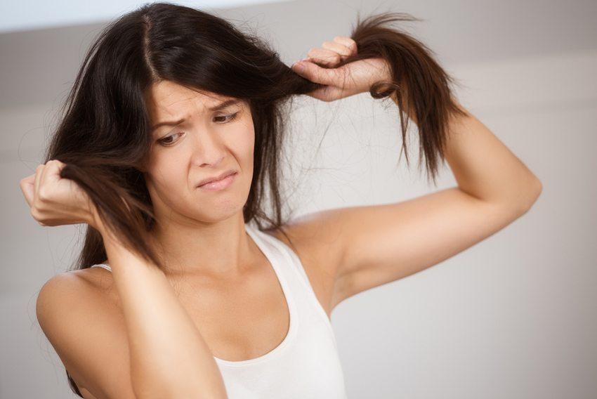 Trockene Haare sind das Nummer-eins-Problem bei Frauenhaaren (Bild: Lars Zahner / Shutterstock.com)
