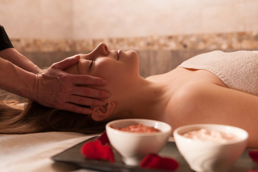 Der Masseur sorgt dafür, dass all Ihre Muskelpartien die Aufmerksamkeit erhalten, die sie verdienen (Bild: Don Landwehrle / Shutterstock.com)