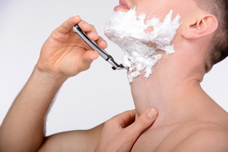 Jeder Mann sollte sich genügend Zeit für seine Rasur nehmen (Bild: Yuriy Rudyy / Shutterstock.com)