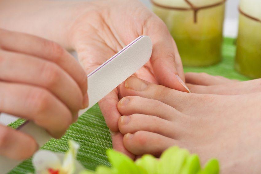 Professionelle Fusspflege - die Füsse werden dankbar sein (Bild: Andrey_Popov / Shutterstock.com)