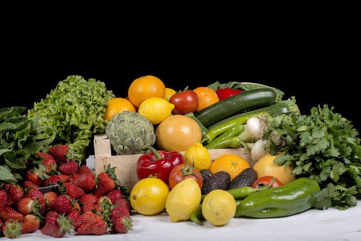 Vitamine, Spurenelemente und Mineralstoffe halten die Haut jung (Bild: PHILIPIMAGE / Shutterstock.com)