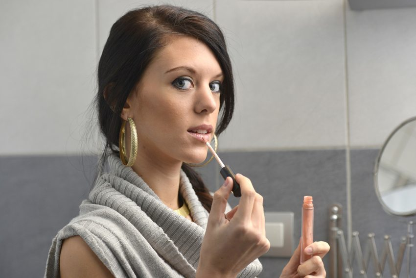 Tagsüber gilt für das Make-up: Weniger ist mehr!  (Bild: Francois Rol / Shutterstock.com)