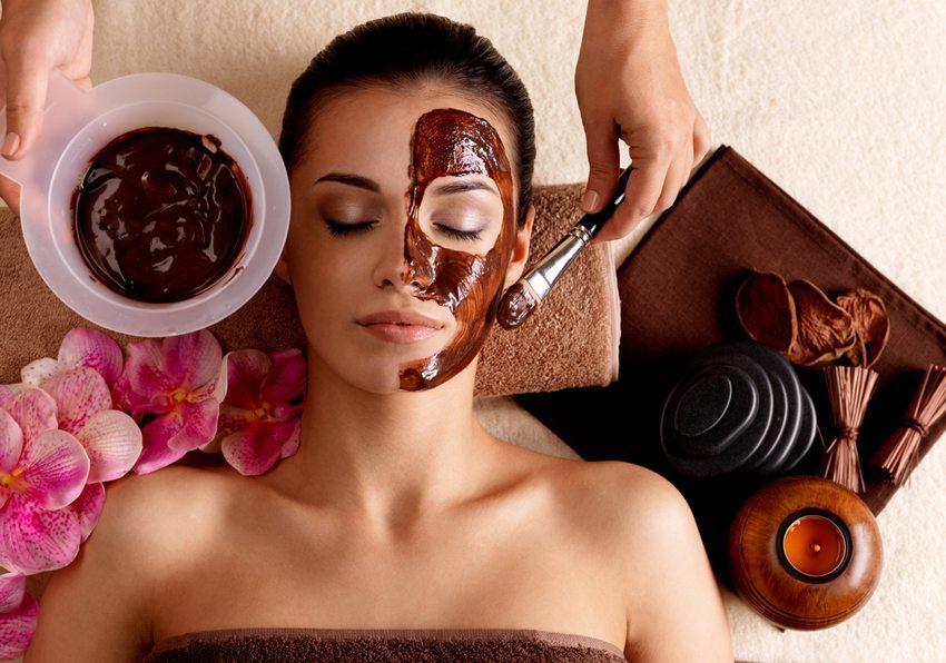 Für Schoko-Masken sollten Sie in die dunkle Bioschokolade investieren. (Bild: Valua Vitaly / Shutterstock.com)