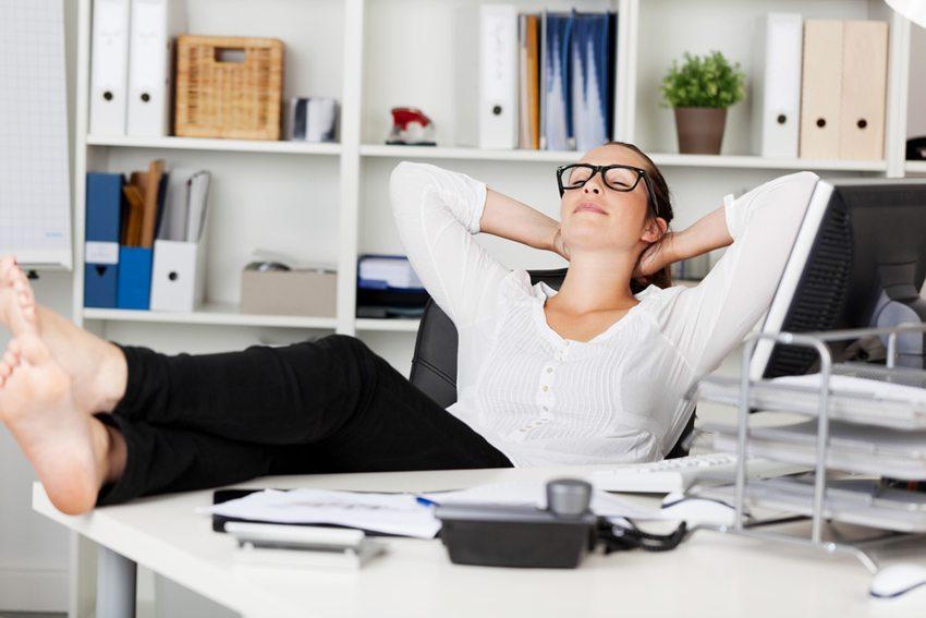 Pausen am Arbeitsplatz steigern die Leistungsfähigkeit (Bild: racorn / Shutterstock.com)