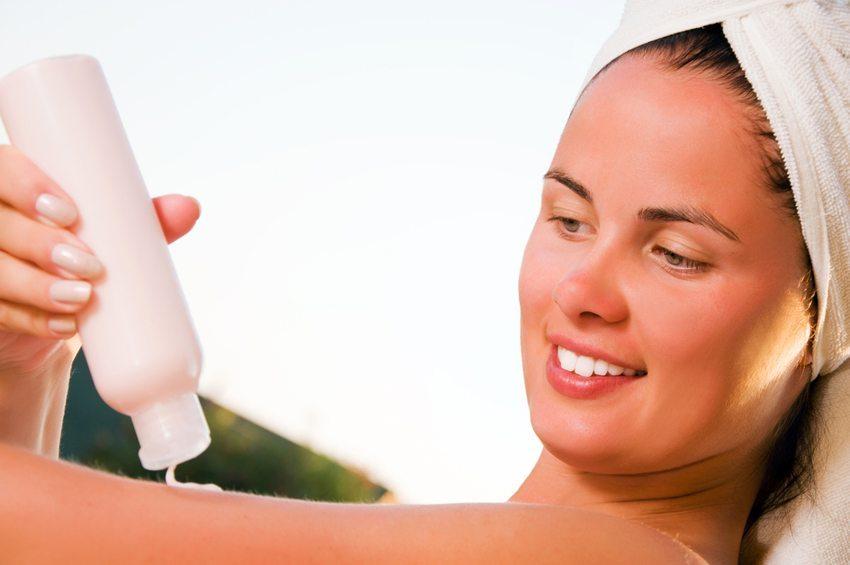 After-Sun-Präparate können bei leichteren Verlaufsformen helfen. (Bild: Dmitrijs Dmitrijevs / Shutterstock.com)