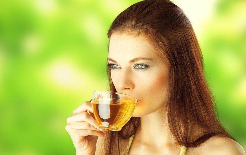 Stillen Sie Ihren Durst mit grünem Tee. (Bild: Avdeenko / Shutterstock.com)