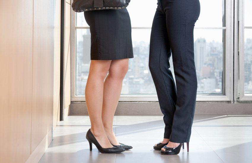Mit der Auswahl passender Kleidungsstücke wird jede Po-Form gekonnt in Szene gesetzt (Bild: Tyler Olson / Shutterstock.com)