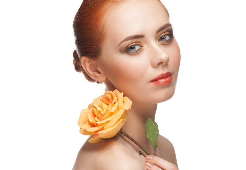 Trennfarbe Orange - im Lippenstift und im Augen-Make-up (Bild: Malyugin / Shutterstock.com)