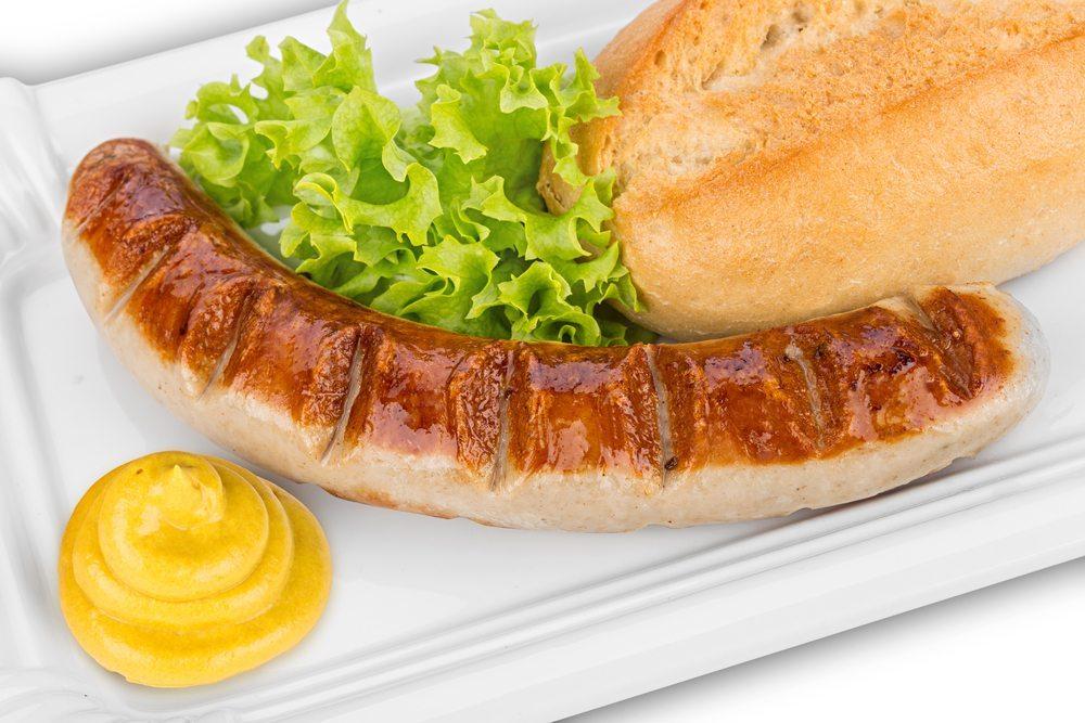 Bratwurst mit Senf – gut für die Verdauung. (Bild: stockphoto-graf / Shutterstock.com)