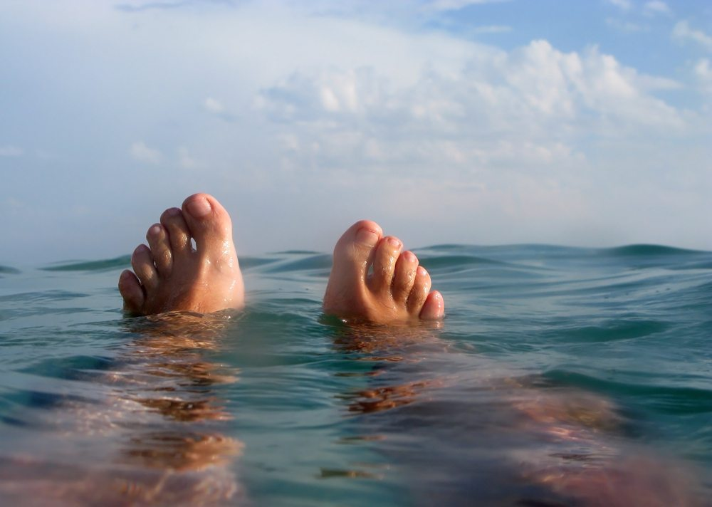 Floaten – allein oder zu zweit. (Bild: JoLin / Shutterstock.com)