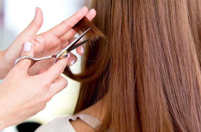 Sind die Haarspitzen von Spliss betroffen, hilft es nur, die Spitzen zu schneiden. (Bild: Andresr / Shutterstock.com)