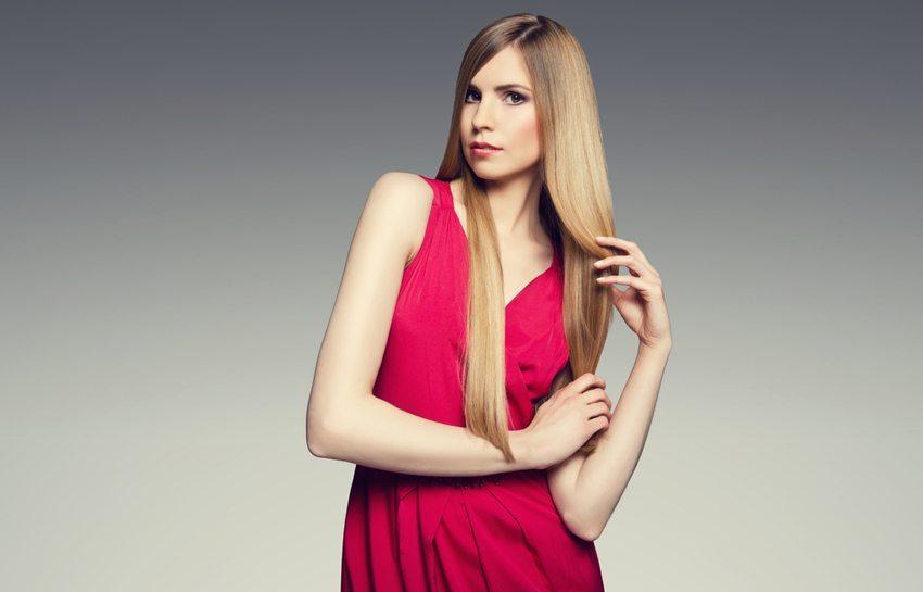 Der Sleek-Look ist ein Frisuren-Klassiker, der immer schick aussieht. (Bild: HighKey / Shutterstock.com)