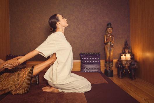 Die traditionelle Thaimassage verheisst Entspannung. (Bild: Olena Yakobchuk - shutterstock.com)