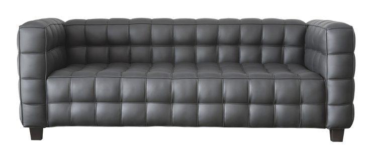 Ein schickes Sofa gibt es für jeden Geschmack. (Bild: © Atiketta Sangasaeng - shutterstock.com)