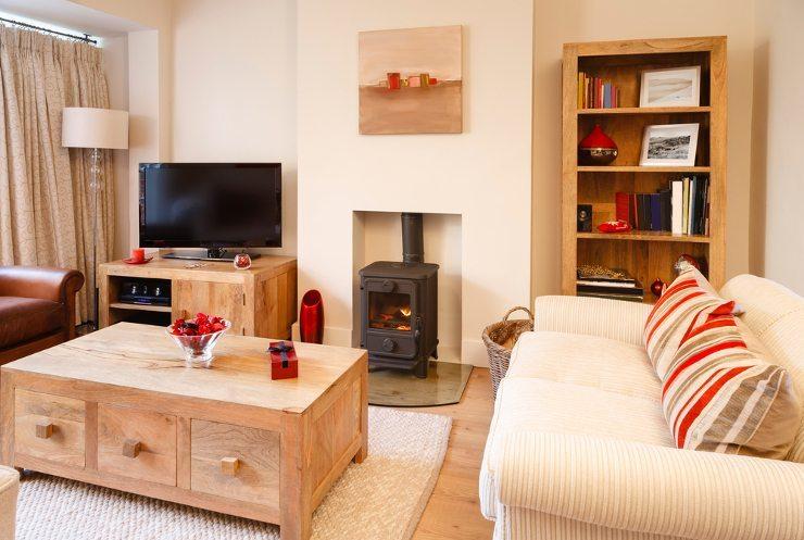 An einem schönen Sofa hat die ganze Familie Freude. (Bild: © Santiago Cornejo - shutterstock.com)