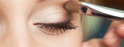 Augen-Make-up-AlikeYou-Shutterstock.com