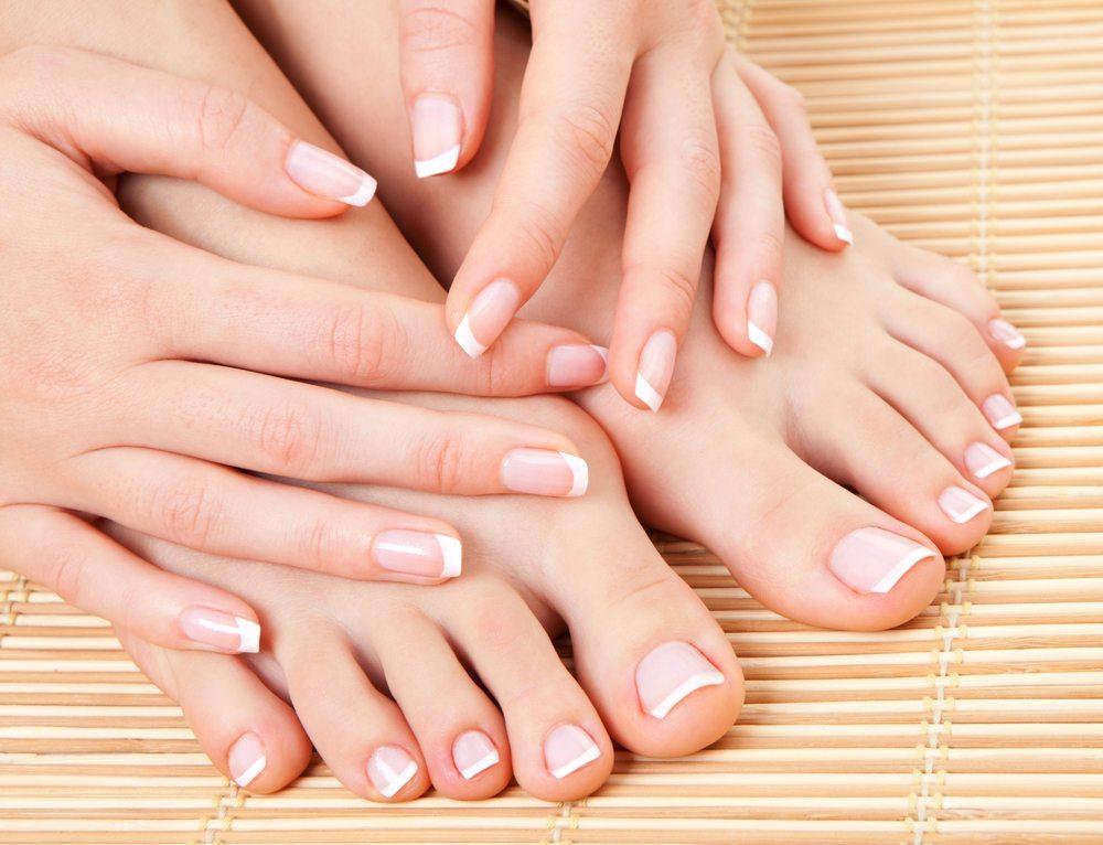 Richtig elegant sehen gepflegte Füsse nur mit schönen Nägeln aus. (Bild: suravid / Shutterstock.com)