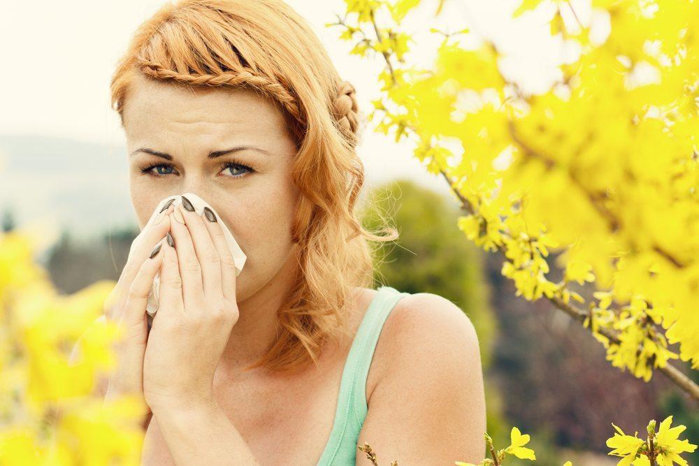 Wer unter Heuschnupfen leidet, sollte ebenfalls die Wirkung von Meersalz ausprobieren. (Bild: ajkkafe / Shutterstock.com)