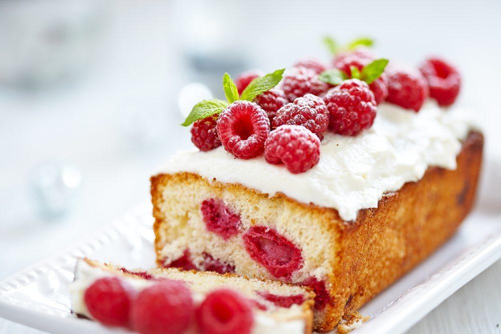Kuchen und Backwaren enthalten in der Regel viel Fett. (Bild: Elena Shashkina / Shutterstock.com)