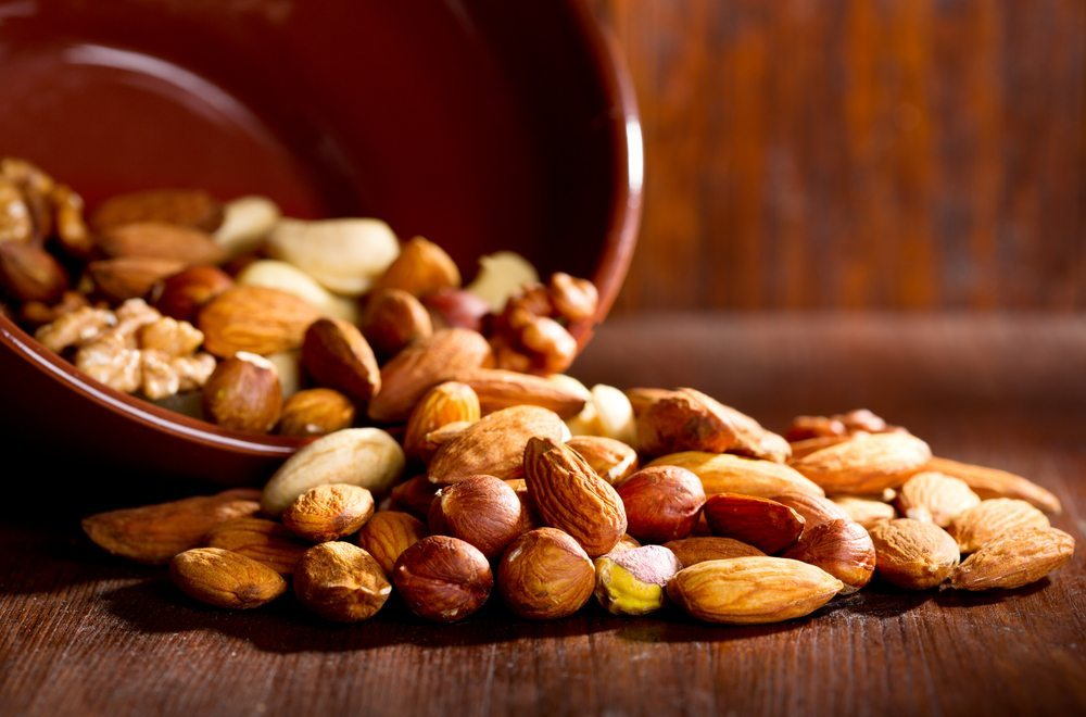 Mit Nüssen den Blutdruck in den Griff bekommen. (Bild: Nitr / Shutterstock.com)