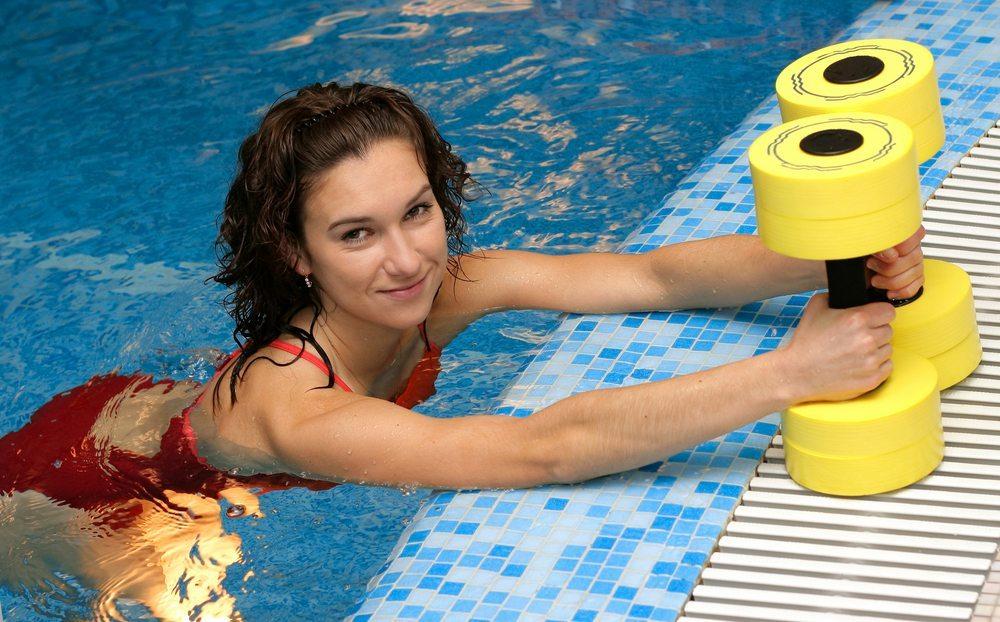 Gewichts-Manschetten – so wird das Training intensiver. (Bild: Pashin Georgiy / Shutterstock.com)