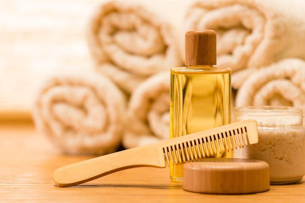 Pflege der Haare. (Bild: CandyBox Images / Shutterstock.com)