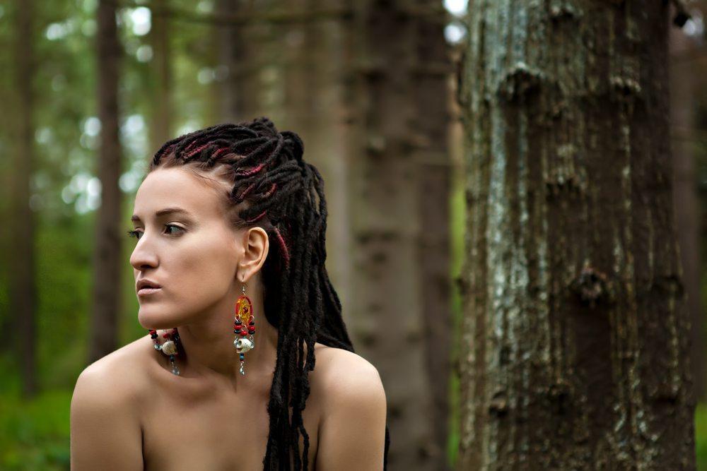 Dreadlocks - das haarige Abenteuer für selbstbewusste Stilikonen. (Bild: Pushba / Shutterstock.com)