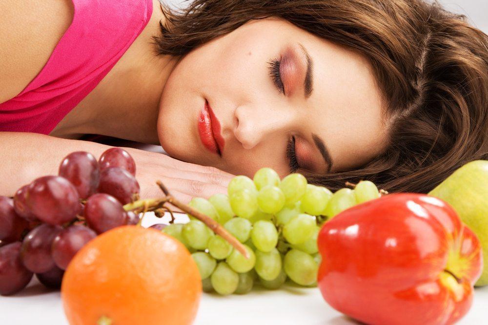 Ernährung und Schlaf. (Bild: Inga Marchuk / Shutterstock.com)