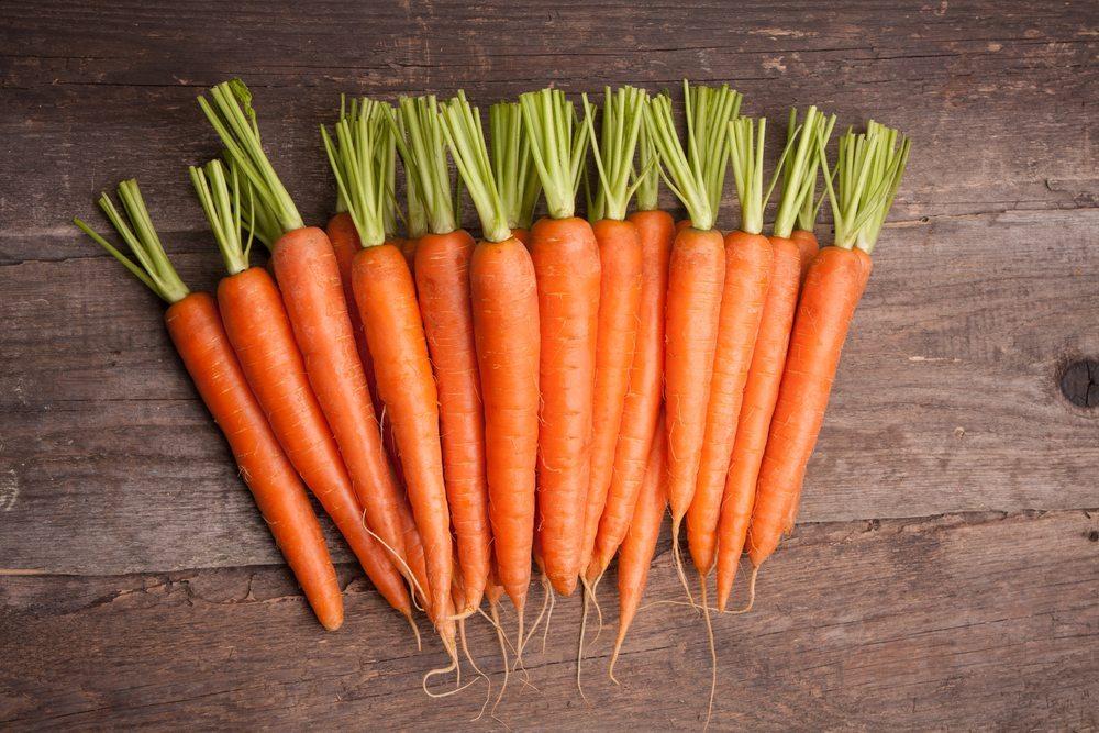 Zwei Arten von gelbroten Carotinoiden stecken in Karotten. (Bild: Attika / Shutterstock.com)