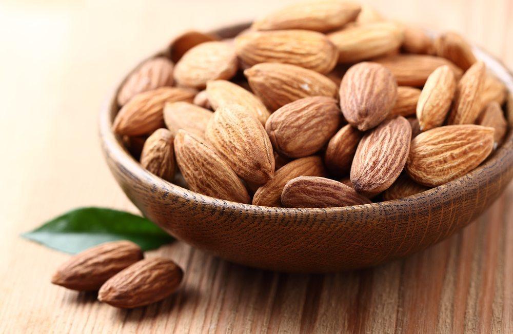 Mandeln sind ein ausgezeichneter, natürlicher Protein-Snack. (Bild: Dionisvera / Shutterstock.com)