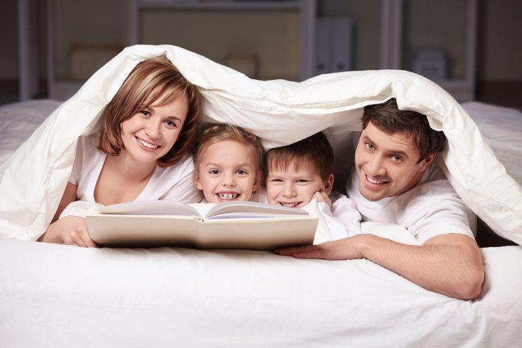 Ein schönes Bett erfreut die ganze Familie. (Bild: © Deklofenak - Fotolia.com)