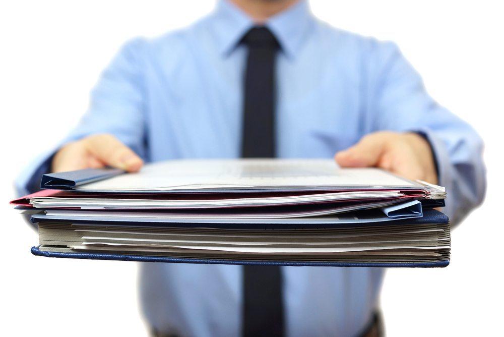Langfristig kann höheres Auftragsvolumen nicht mit Überstunden der Arbeitnehmer bewältigt werden. (Bild: Bacho / Shutterstock.com)