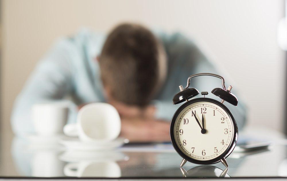 Wer zu wenig schläft, wird krank. (Bild: Halfpoint / Shutterstock.com)
