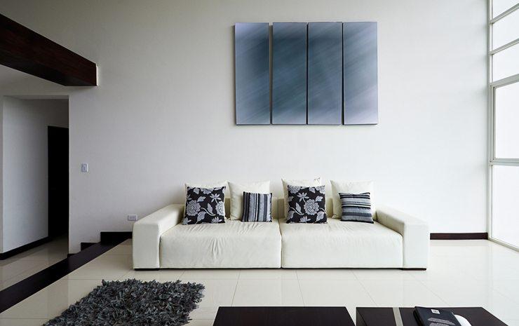Es gibt eine große Auswahl an unterschiedlichen Polstermöbel. (Bild: © Paul Matthew Photography - shutterstock.com)
