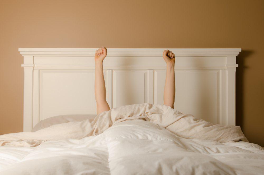 Wer nachts gut schläft, wird tagsüber auch wieder erholt und frisch aussehen (Bild: © sharpshutter - shutterstock.com)