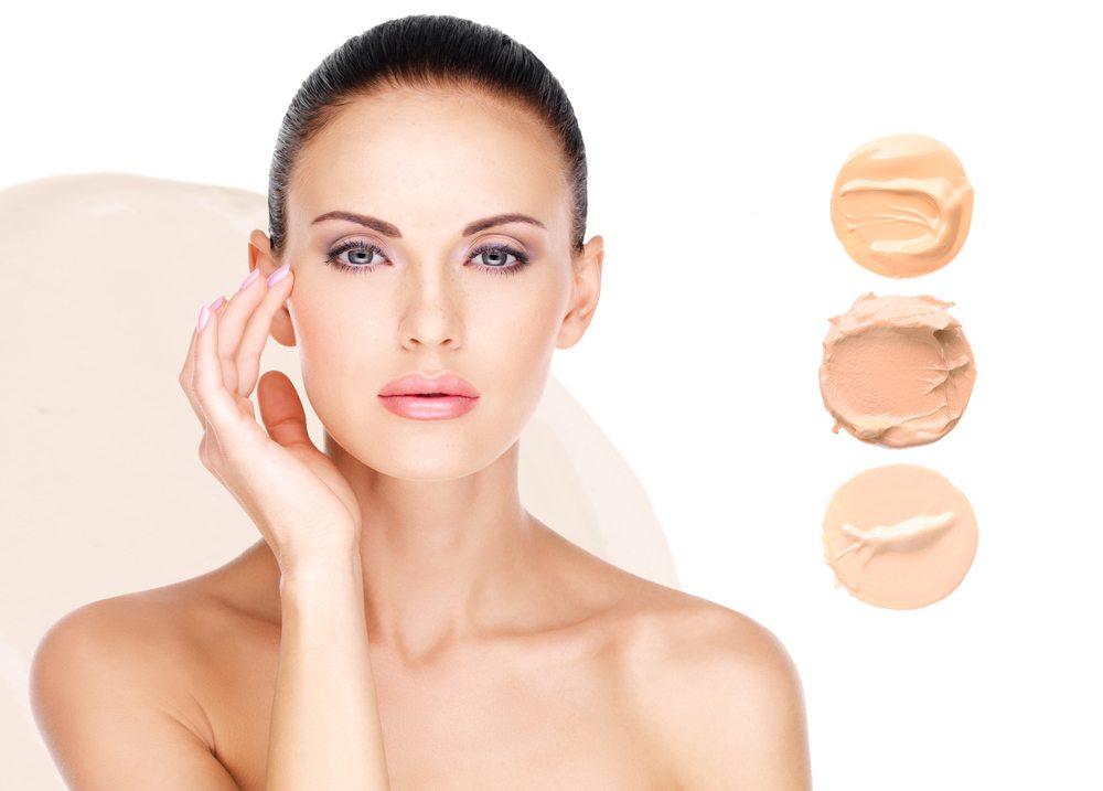 Wer beim täglichen Make-up auf Natürlichkeit setzt, greift neuerdings zu BB-Creams. (Bild: Valua Vitaly / Shutterstock.com)