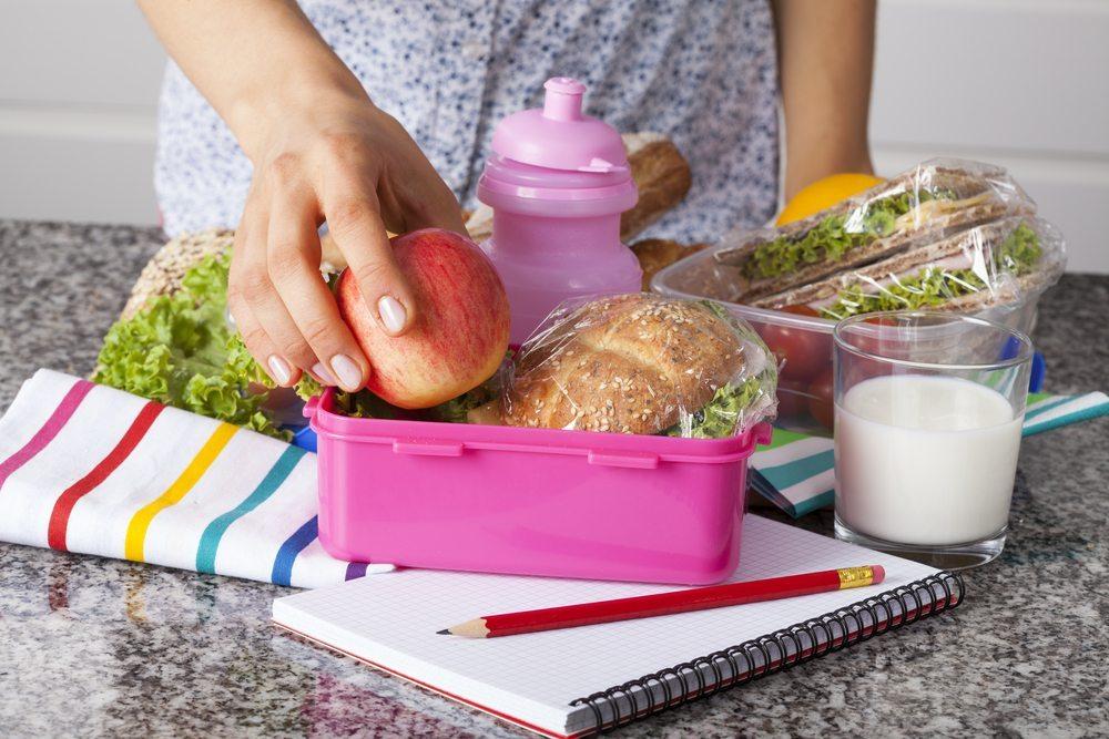 Mit ein wenig Phantasie kann ein gesundes Frühstück für Kinder gelingen. (Bild: Photographee.eu / Shutterstock.com)