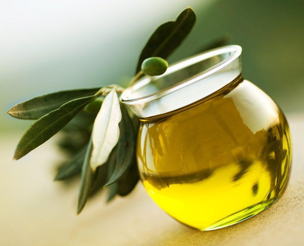 Schönheitsmittel aus dem Handel sind nicht billig. Die Alternative: selbstgemachte Kosmetik aus der Küche mit Honig, Olivenöl & Co. (Bild: Subbotina Anna / Shutterstock.com)