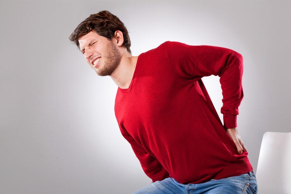 Viele Menschen klagen häufig über Rücken- oder Muskelbeschwerden. (Bild: © Photographee.eu - shutterstock.com)