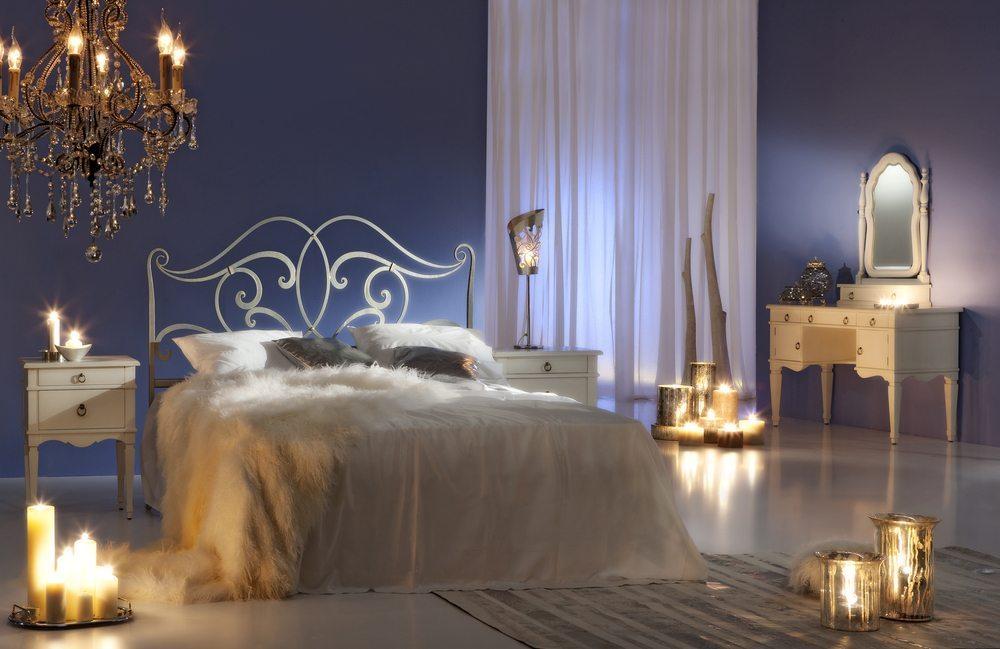 Nutzen Sie mittels unserer fünf Gestaltungstipps das volle Potenzial Ihres Schlafzimmers aus, und schaffen Sie eine Oase für alle Sinne. (Bild: Room27 / Shutterstock.com)