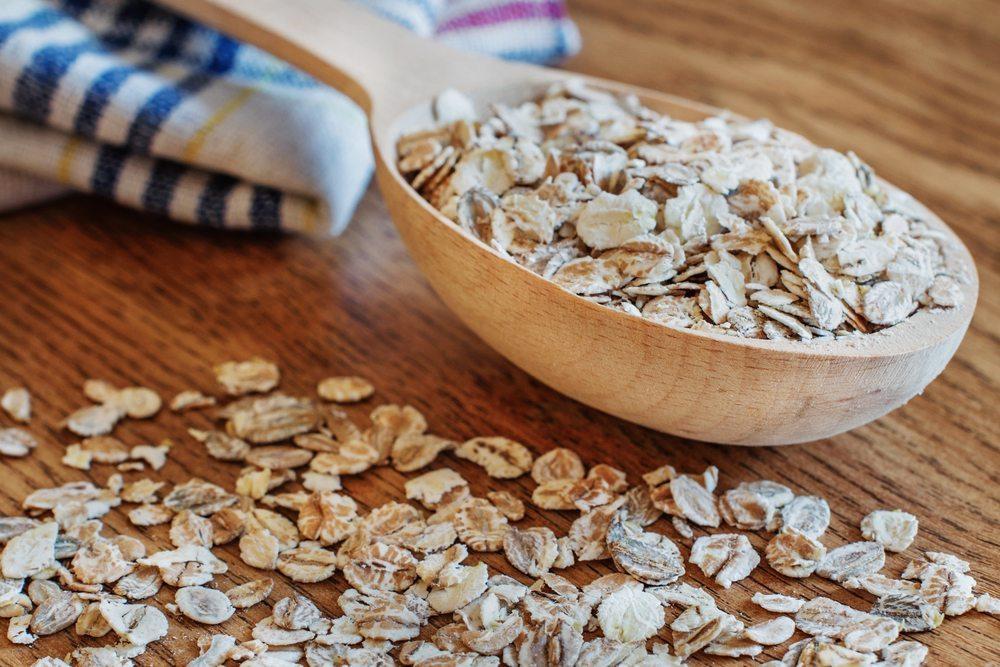 Weizenkleie ist reich an Ballaststoffen, pflegt die Haut und hilft bei träger Verdauung. (Bild: masik0553 / Shutterstock.com)