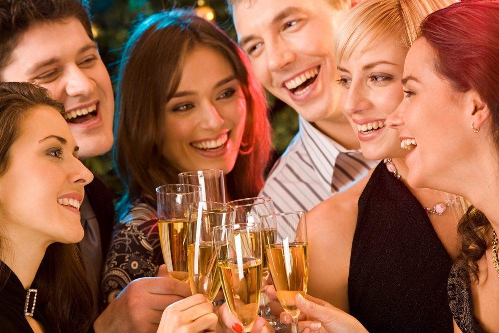 Tipp für Ihre nächste Feier: Bar mieten! (Bild: © Pressmaster - shutterstock.com)