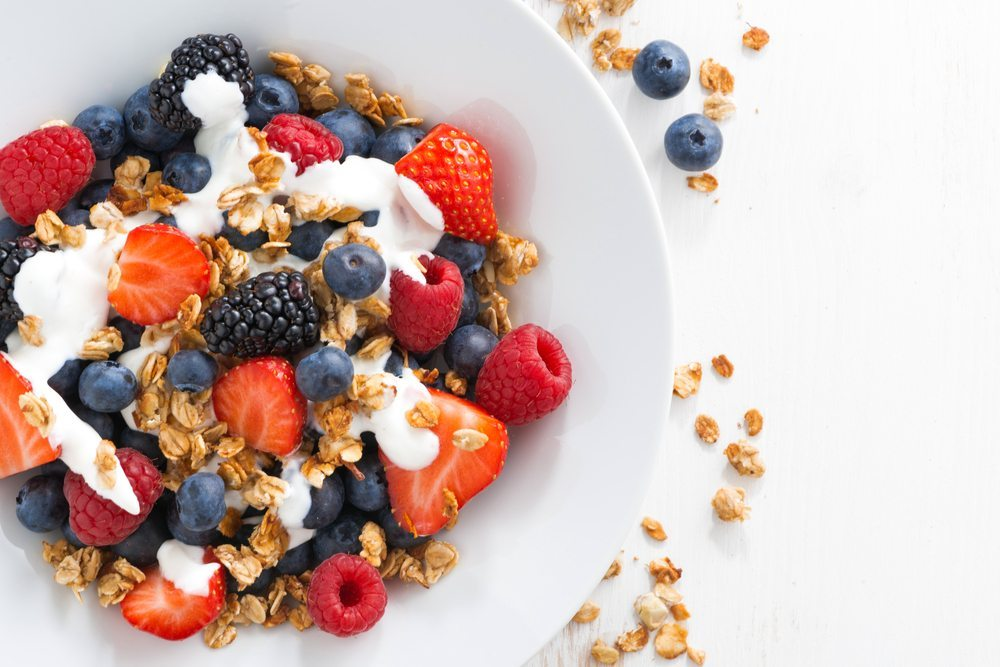 Am Morgen auf ein ausgewogenes Frühstück zu achten, ist Sache der Eltern. (Bild: © Yulia Davidovich - shutterstock.com)